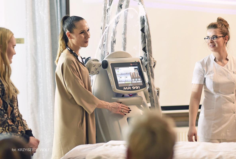 Pokaz zabiegu endomasażu magnetycznego MANTIS MR 991